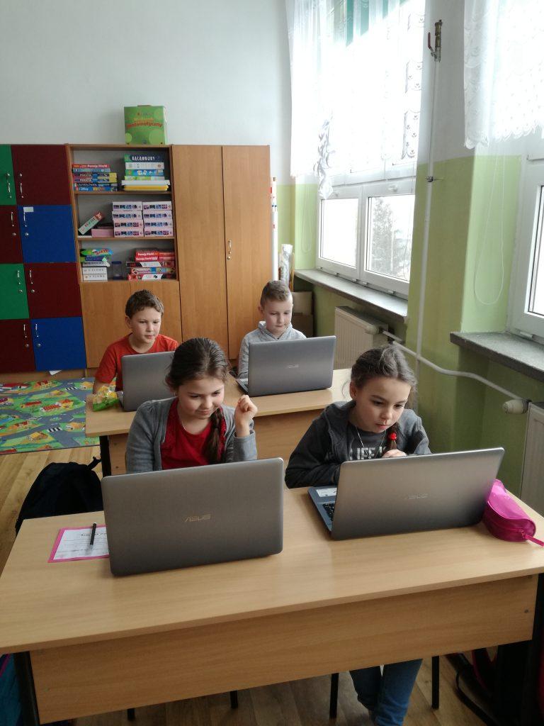 """""""Razem odkryjmy świat programowania"""" – projekt edukacyjny dla klas I –  III"""