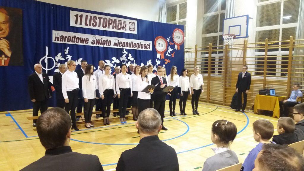 Uroczyste obchody 100 – lecia odzyskania przez Polskę Niepodległości w Szkole Podstawowej w Zgłobniu