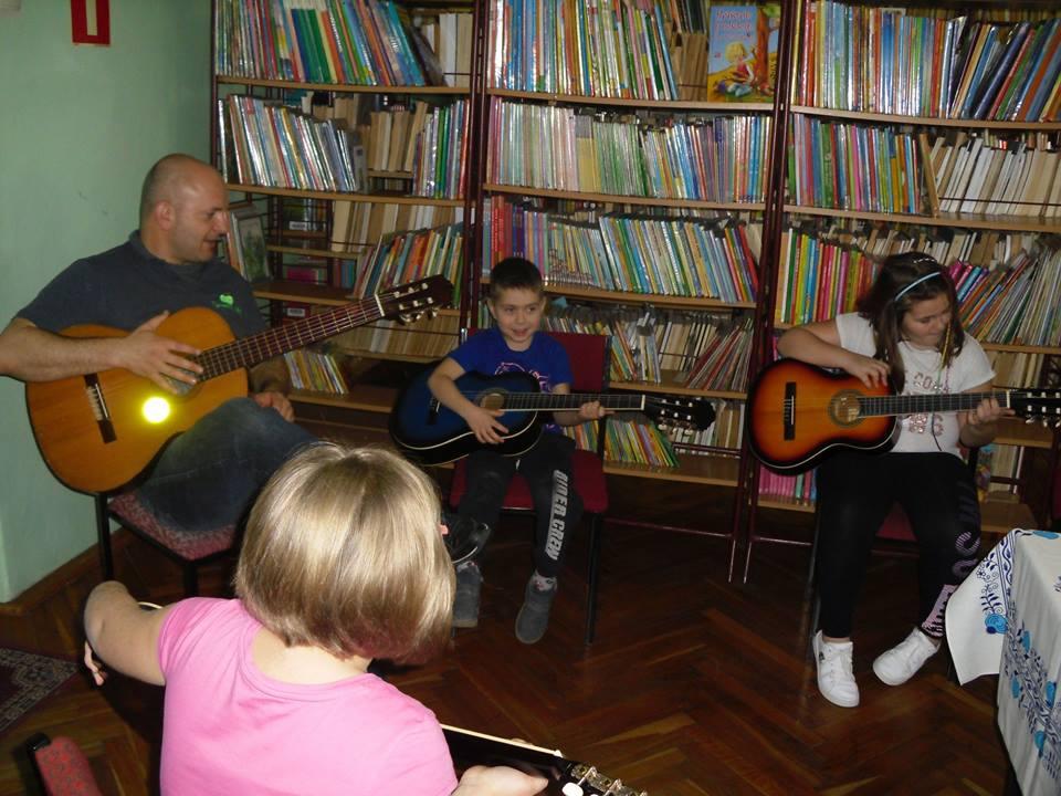 Dzień muzyczny w bibliotece w Zgłobniu